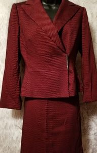 TAHARI SUIT SIZE 4 FINAL markdown